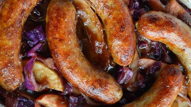 Наденички с ябълки и лук