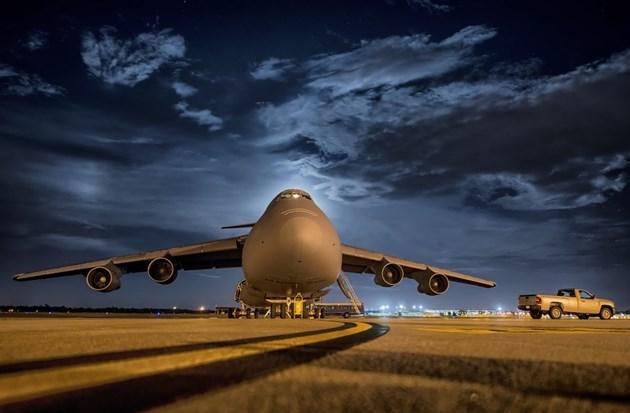 Жена се събуди в паркиран самолет, екипажът я е забравил