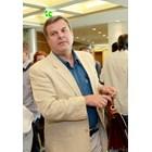 Евгений Бакърджиев вдига хотел на морето