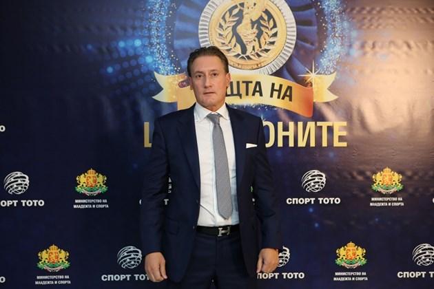 Домусчиев се дистанцира от хазартния скандал