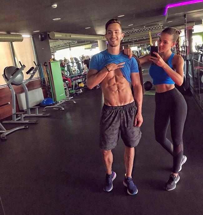Наум и Теа поддържат перфектни тела с редовни тренировки във фитнеса.