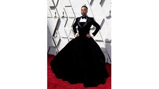 """Защо актьорът Били Портър се появи с рокля на """"Оскар""""-ите?"""