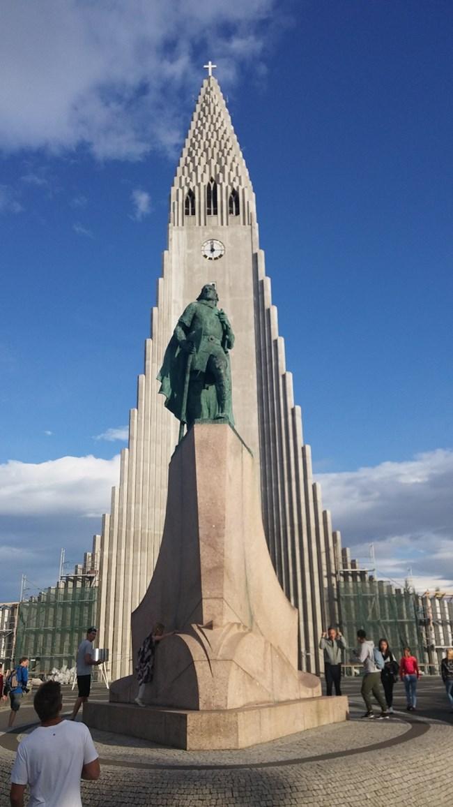 """Катедралата """"Халмгискиркя"""", една от забележителностите на Рейкявик"""