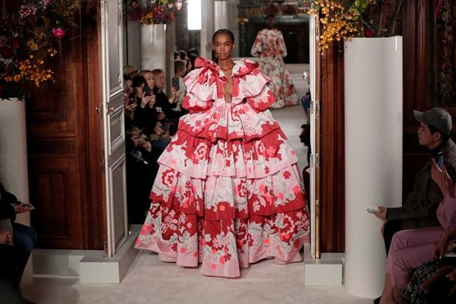 """Модел на """"Валентино"""" от Седмицата на Модата в Париж."""