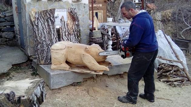 Строителят Велин Чаушев: От 2 г. вая скулптури с резачка