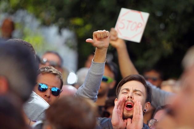 Протест на недоволни граждани пред Столична община заради ремонтите в София