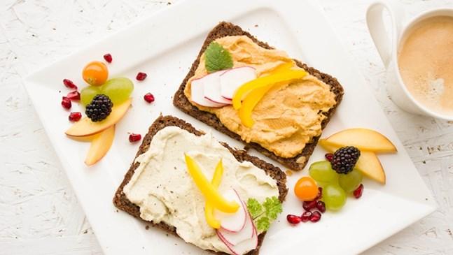 Най-подходящите храни, с които да закусвате през бременността