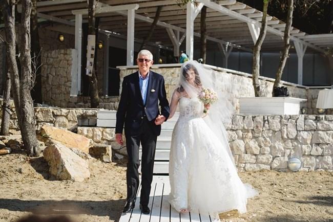 Румен Овчаров отведе дъщеря си до олтара. СНИМКА: ЛИЧЕН ПРОФИЛ