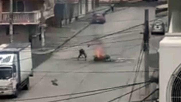 Трупове на починали от Covid-19 горят по улиците в Еквадор (видео)