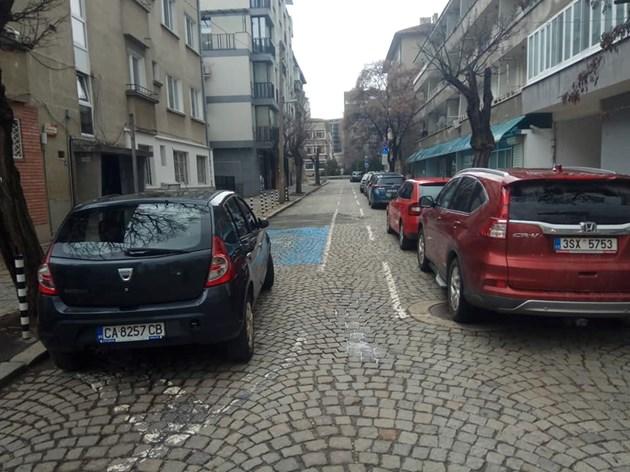 Пътна маркировка блокира улица в София
