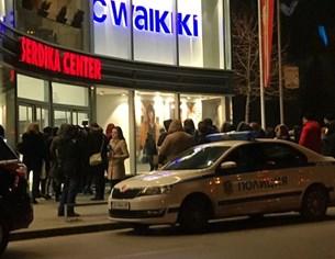 Евакуират мол в София заради сигнал за бомба (Снимки)