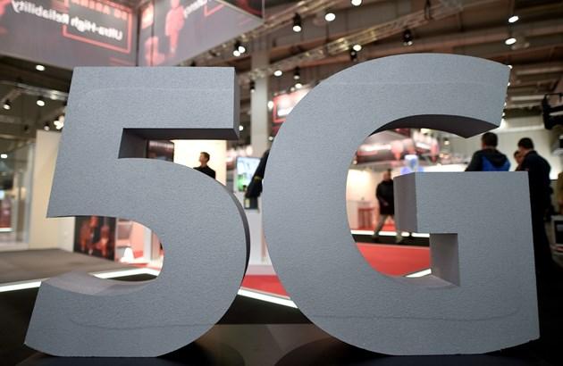 Намаляват наполовина таксите за 5G