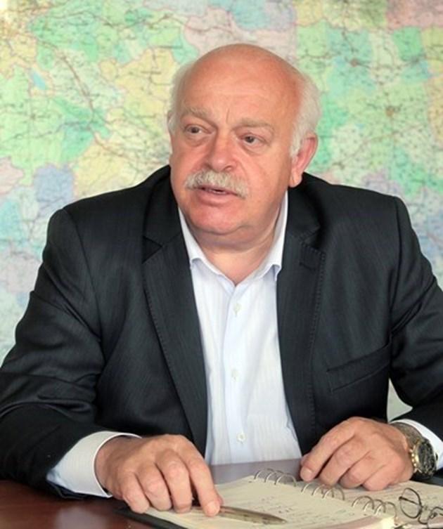 Дончо Атанасов подава оставка