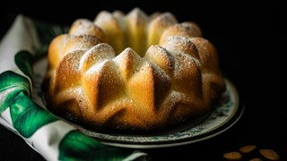 Кекс с бадеми и лимонови кори