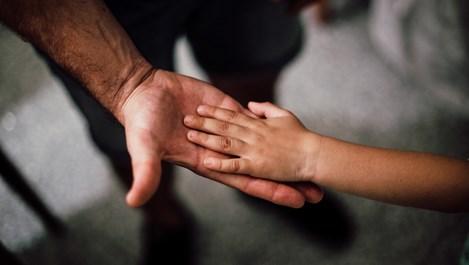 DMS GEROI - да помогнем на децата на лекарите и учителите, загубили живота си от COVID-19