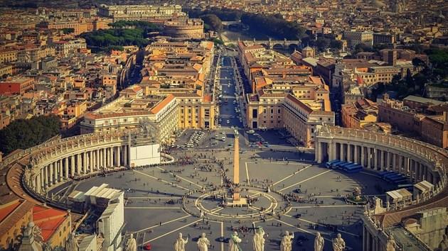 Арестуваха бежанец, заплашил да се самозапали в близост до Ватикана