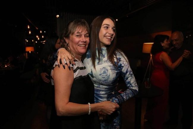 Карла с майка си