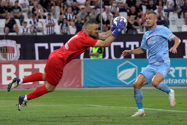 Пиргов стана герой на мача с три спасени дузпи