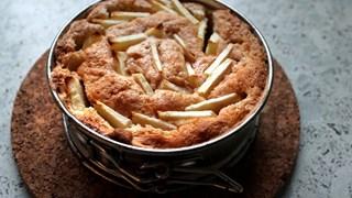 Фин ябълков кейк със зехтин