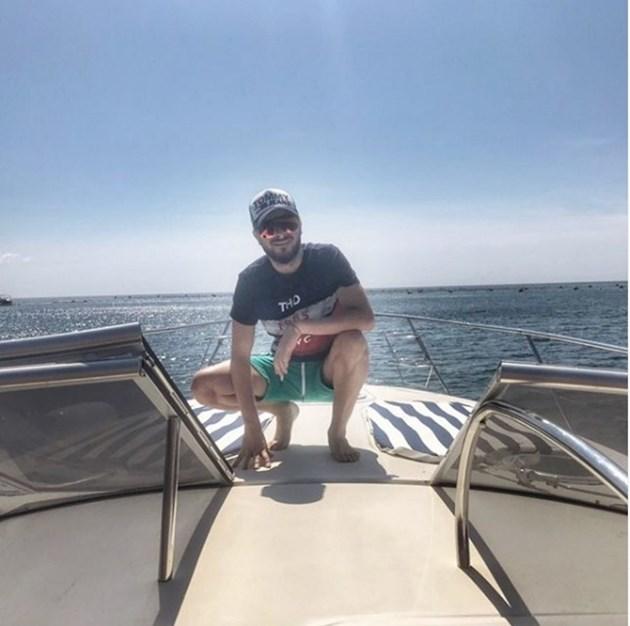 Криско се глези на яхта