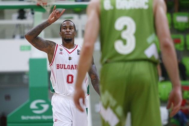 Бост повежда баскетболистите