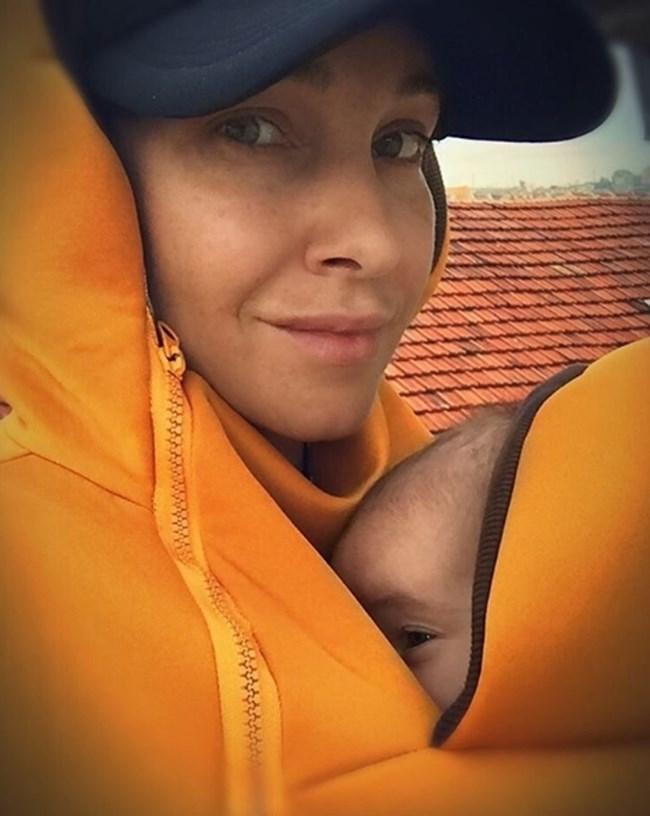 Александра Раева с малката си дъщеричка Лиа СНИМКА: Инстаграм/alexandraraeva