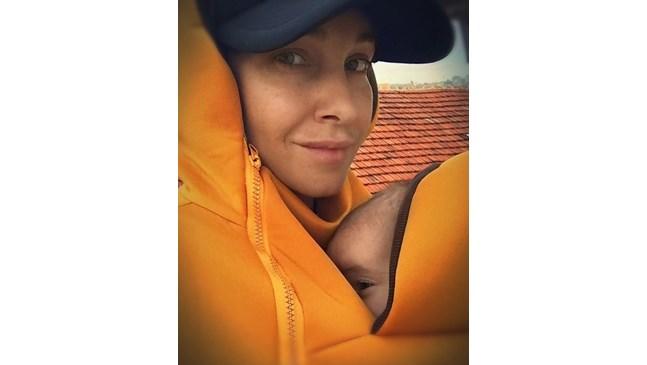 Алекс Раева сподели снимка с бебето си