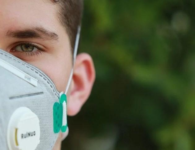 Американец е обвинен в тероризъм заради кашлица
