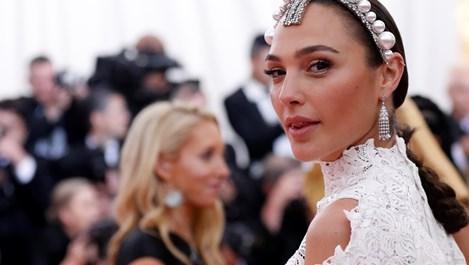 Защо Клеопатра е невъзможна в новия Холивуд?