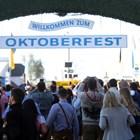 Десетки хиляди фенове на бирата щурмуваха Октоберфест преди откриването