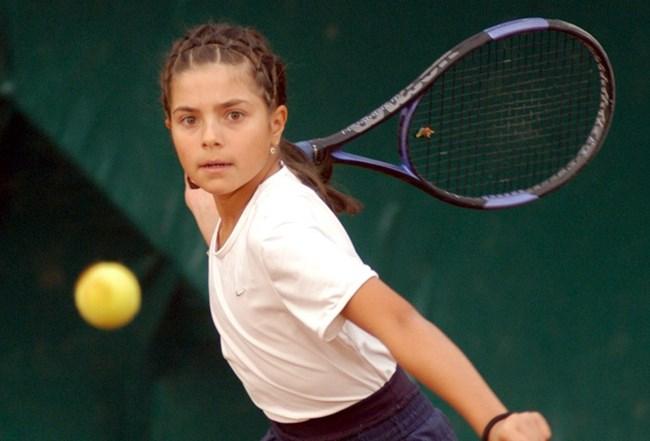 Томова тренира тенис от 6-годишна.