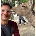 Сърничка целува Ешкенази