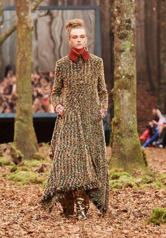 Модното палто тази зима - дълго и от букле.