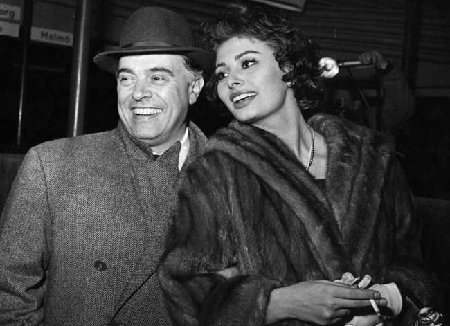 Големият дар в живота на актрисата е любовта с Карло, който превръща бедното италианско девойче в икона