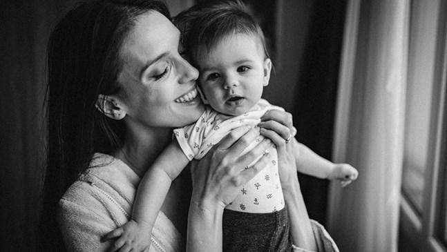 Луиза Григорова не знае как се заразява с COVID-19, но заедно със сина си го изкарва леко