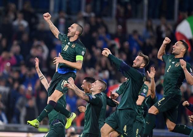 Манчини чупи рекорди с Италия