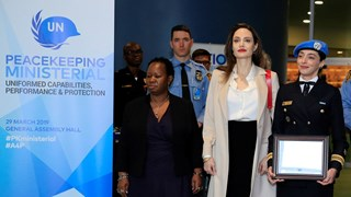 Анджелина Джоли: Равенството на жените е от ключово значение, за да има мир по света (Снимки)