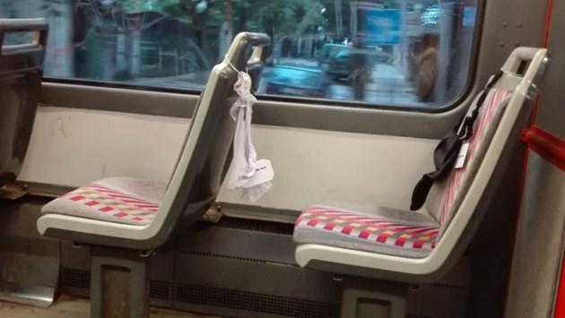 Гащи и сутиени в трамвая