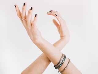 Как да се справим с чупливите нокти