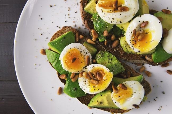 Твърдо сварени яйца - съдържат витамин А, желязо и протеини.