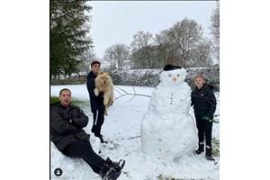 Стилиян Петров се забавлява в снега (Снимка)