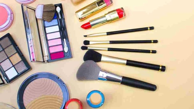 Младите купувачи стимулират местните козметични марки в Китай
