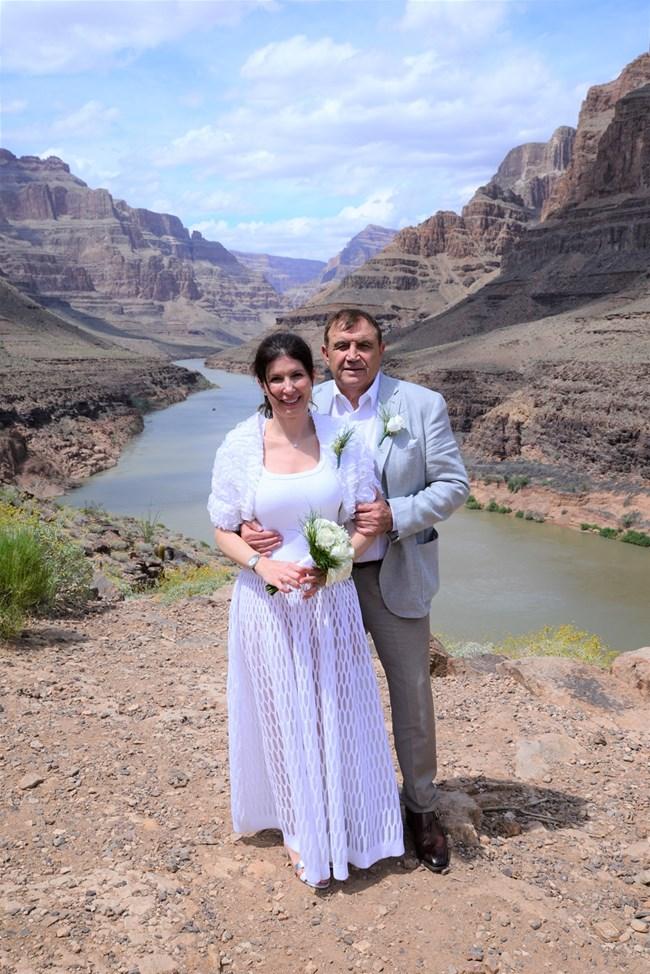 Николай Вълканов и любимата му Румяна се ожениха на Гран каньон на 30 април, днес правят църковна венчавка.