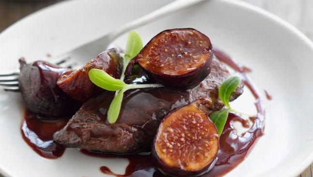 Нестандартен десерт със смокини и червено вино