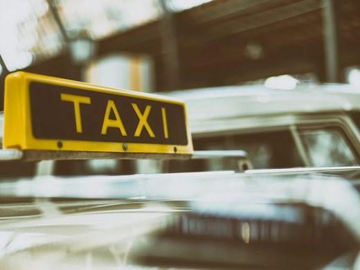 Пътник е пострадал при катастрофата с таксито, откаран е в болница