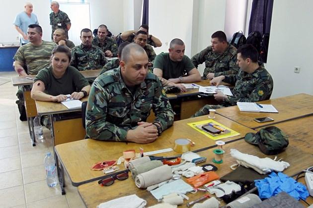ФОТОГАЛЕРИЯ - Военни санитари в действие