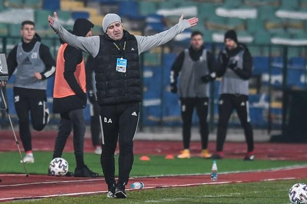 Акрапович отвръща на удара