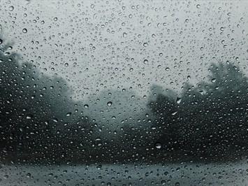 Поройни дъждове до края на седмицата, на места времето ще е опасно
