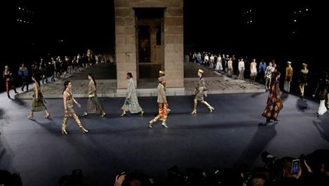 """""""Шанел"""" представи в Ню Йорк фараонско дефиле (Снимки)"""