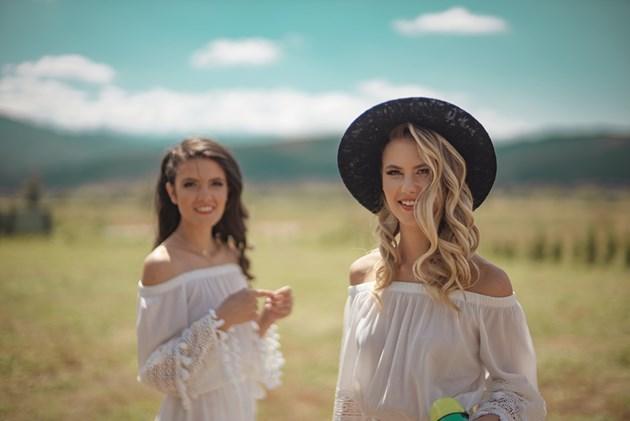 Ива и Велислава Костадинови с поп песен